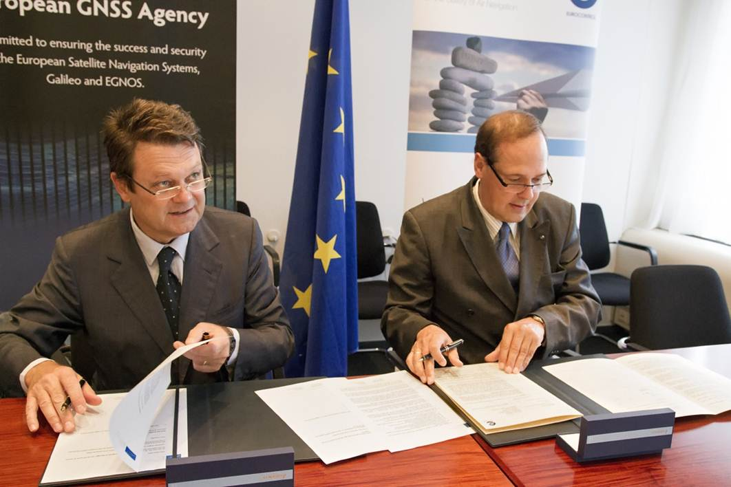 GSA Executive Director, Carlo des Dorides and Eurocontrol Director General, Frank Brenner signing the cooperation agreement.
