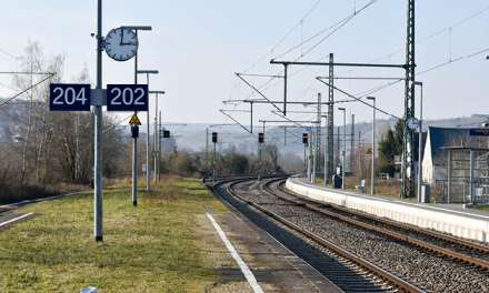 Thanks to satellite navigation, advanced signaling system controls the maximum allowed speed and the distance of the trains, instant by instant.