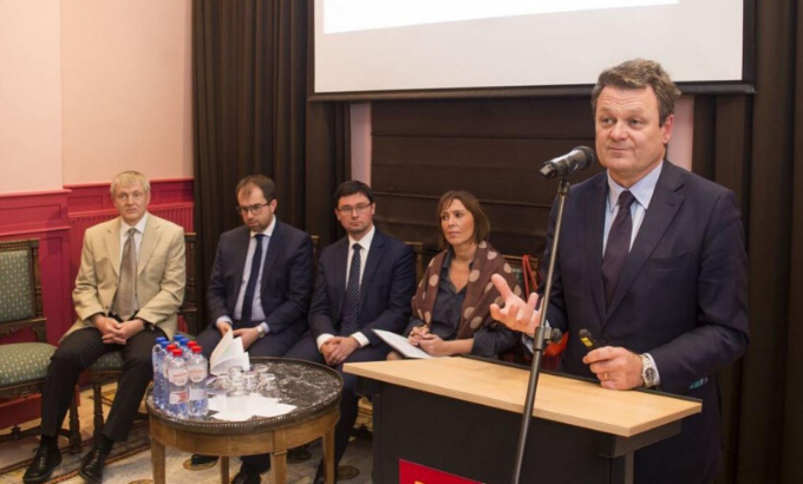 GSA Executive Director Carlo des Dorides speaking at the Prague House debate.