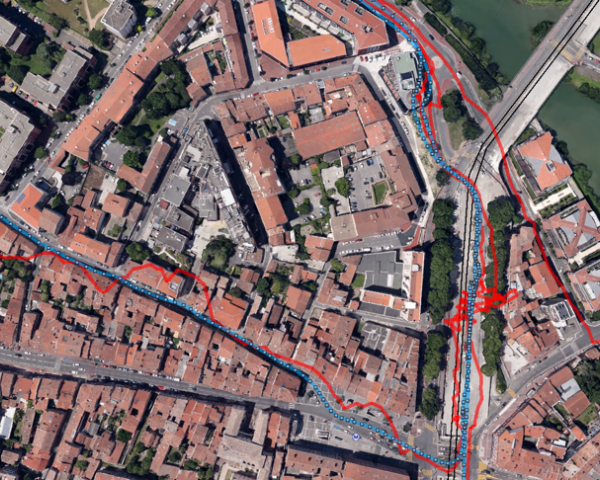 This figure shows the improvement of the location service in terms of accuracy and availability that ELAASTIC technology provides in difficult environments, here in downtown Toulouse, reaching a reliable 1.5-meter accuracy.